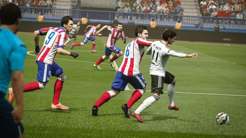 Уверенность в защите в FIFA 16